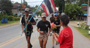 """ถึงเส้นชัยแล้ว!!! ครูพลาม วิ่งด้วยล่ามโซ่ รองเท้าคอมแบต เพื่อสันติภาพ 3,500,000 ก้าว แม่สาย-เบตง  """"นักรบเพื่อนักรบ ขอเพียงคนไทยรักกัน"""""""