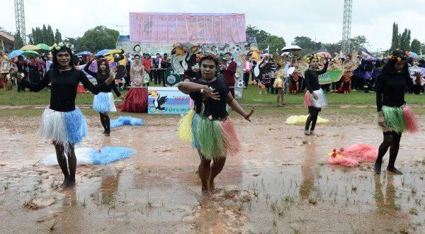 กศน.นราธิวาส ส่งเสริมวัฒนธรรมท้องถิ่น จัดกีฬาสานสัมพันธ์ ภายใต้ชื่อมะนารอ เกมส์ครั้งที่ 1