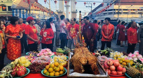 ชาวไทยเชื้อสายจีนในอำเภอเบตง จังหวัดยะลา ไหว้สิ่งศักดิ์สิทธิ์คู่บ้านคู่เมืองเบตง เนื่องในเทศกาลตรุษจีน พร้อมจัดแข่งขันวิ่งผลัด รุ่นอายุรวมกัน 300 ปี ขึ้น